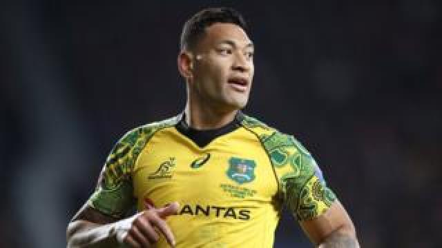 Israel Folau in a Wallabies uniform on field
