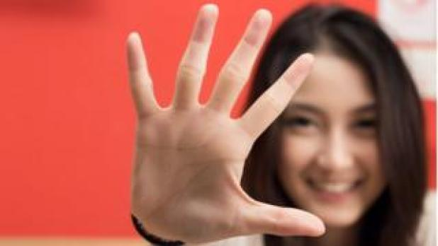Woman holding out the fingers of her hand