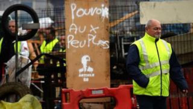 Gilets Jaunes protesters in Montabon, northwest France