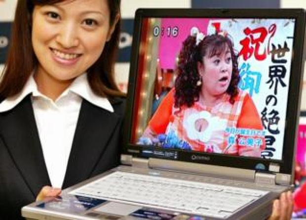 Toshiba laptop shown off in 2004