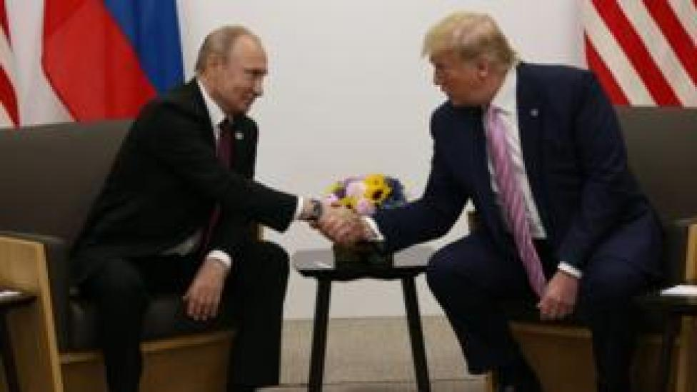 Putin shaking hands with US President Donald Trump