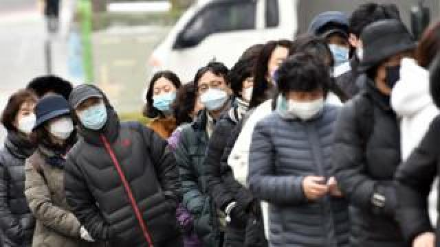 South Koreans wearing face masks, 4 March 2020