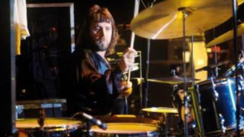 Lee Kerslake performing