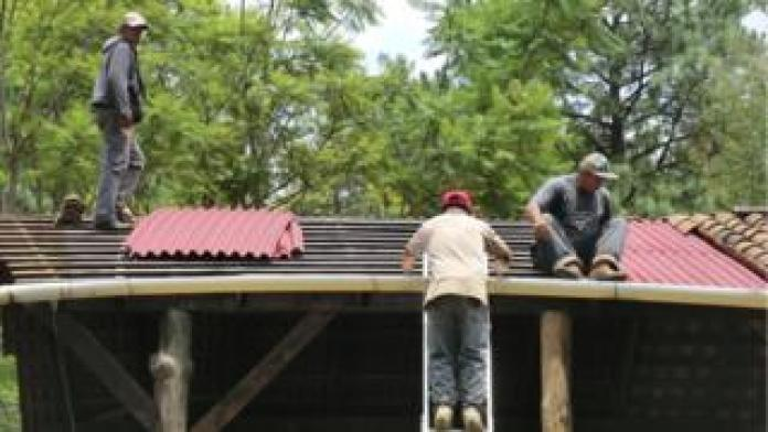 Installation of an Onduline roof in Mexico