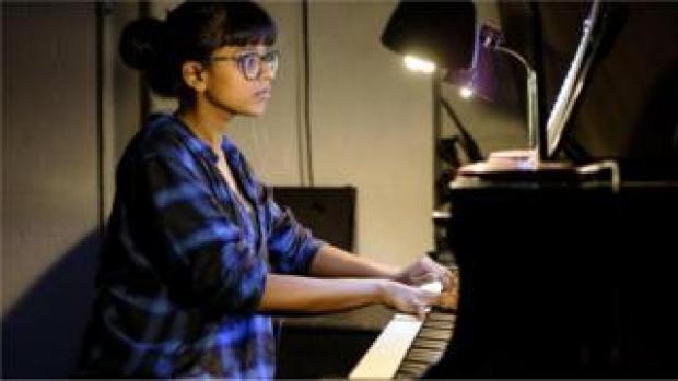 Yshani Perinpanayagam plays piano