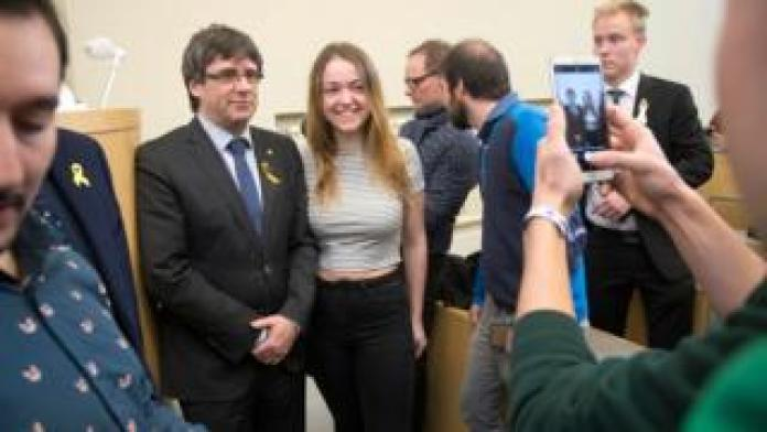 Carles Puigdemont meets student Paula Dior from Barcelona, in Helsinki, on 23 March