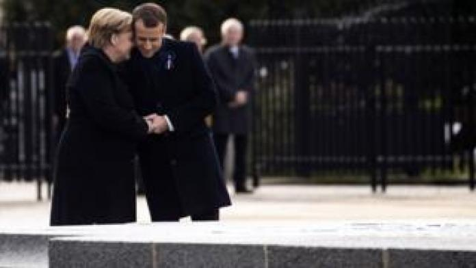 French President Emmanuel Macron and German Chancellor Angela Merkel attend a ceremony at the glaze of the Forest of Rethondes in Compiegne, France, 10 November 2018