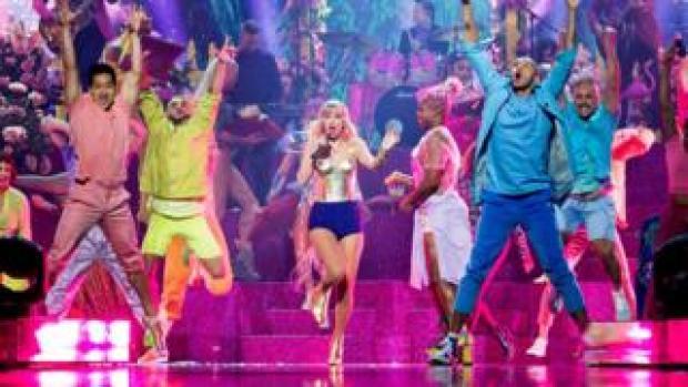 Taylor Swift performing at the 2019 MTV VMAs