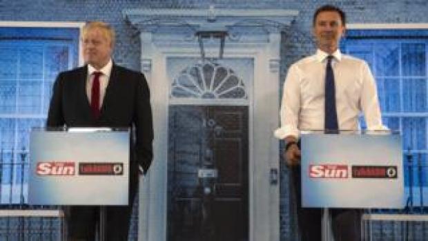 Boris Johnson (l) and Jeremy Hunt (r)