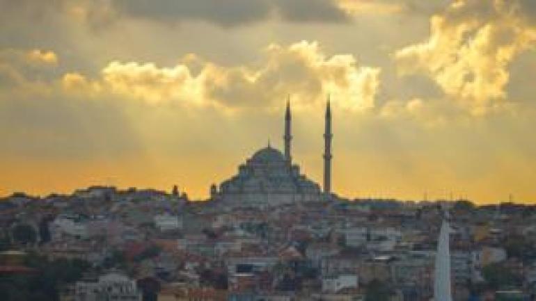 Eine allgemeine Ansicht von Fatih Mosque und der Bereich herum bei Sonnenuntergang. Am Dienstag, 17. Oktober 2017, in Istanbul, Türkei
