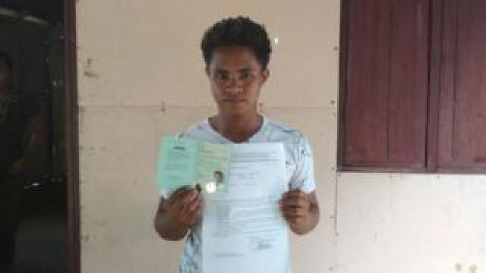 NEWS Aldi Novel Adilang shows his passport and papers