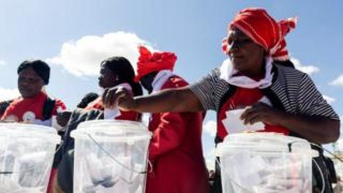 Women cast their ballots - Sunday 26 May 2019