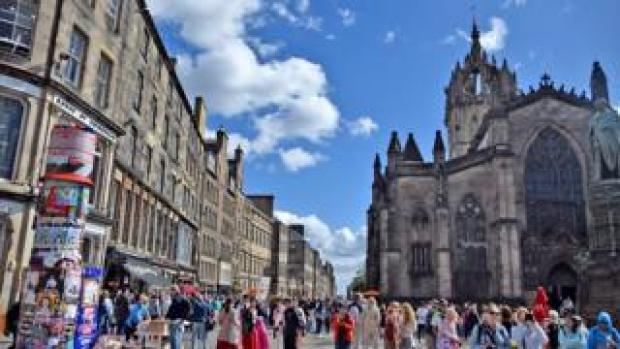 Edinburgh festival crowds