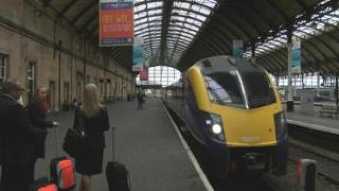 Hull trains at Paragon
