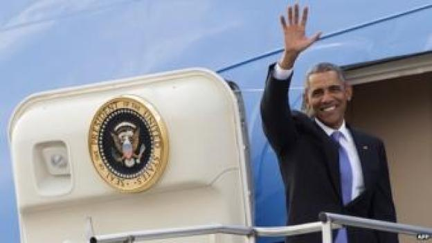 President Obama waves goodbye on steps of Air Force One