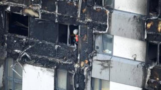 pemadam kebakaran di grenfell tower