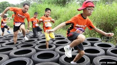 Runners on an obstacle course