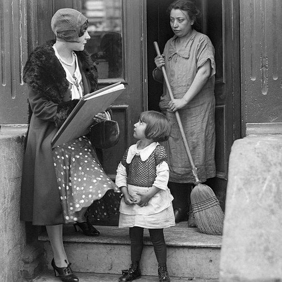A census worker in 1930 speaks to a New York City tenant