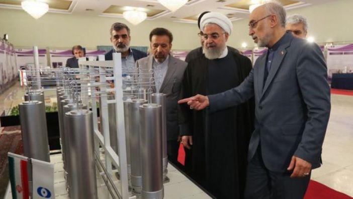 El presidente de Irán, Hassan Rouhani, inspecciona aspectos de tecnología nuclear en Teherán, el 9 de abril de 2019.