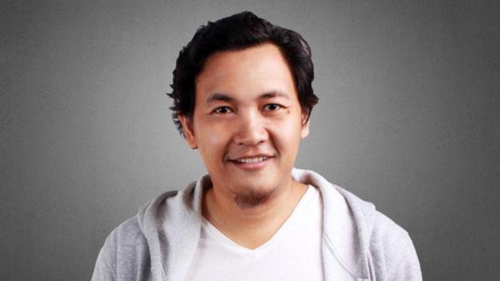 Hombre joven con rasgos asiáticos.