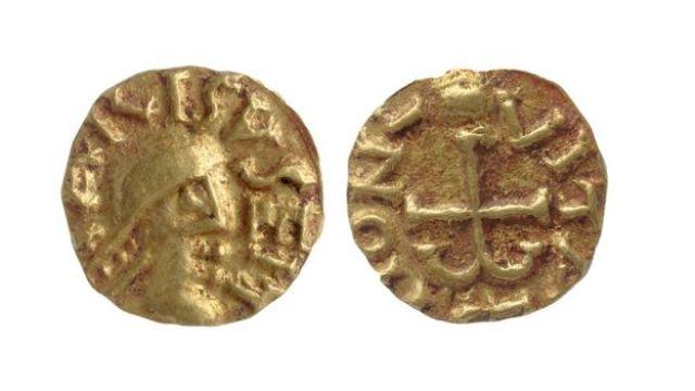 Moedas de ouro encontradas da tumba do Tutancâmon inglês