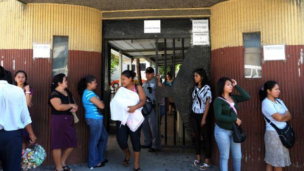 Según la Procuraduría para la Defensa de los Derechos Humanos (PDDH), el embarazo de niñas entre 10 y 14 años a aumentado en la última década en El Salvador.