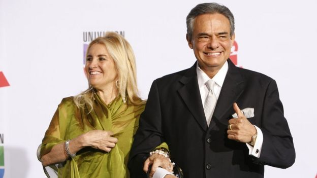 José José y su esposa