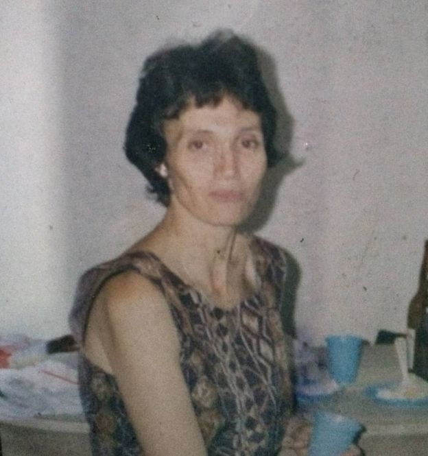 Foto de 1996 de Sueli de Fátima Teixeira, brasileira que atualmente enfrenta a fase mais grave da doença de Alzheimer