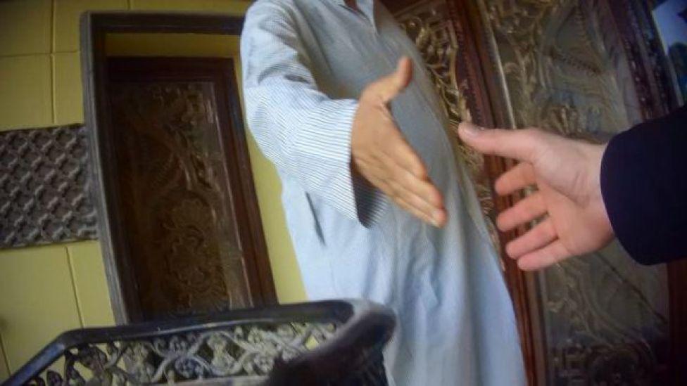 BBC News Arapça ekibi, Kuveyt'te hizmetçi satanlarla diyaloglarını kaydetti.
