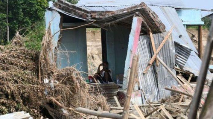 Casa destruída durante monções