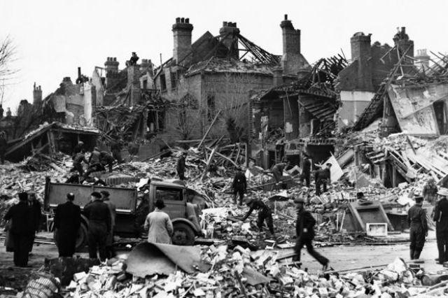 Edificios en el norte de Londres dañados por los V2 alemanes en noviembre de 1944.