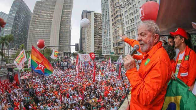 Ex-presidente Lula em palanque