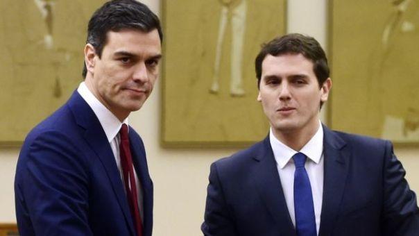 Pedro Sánchez, líder del PSOE (izquierda) y Albert Rivera, de Ciudadanos