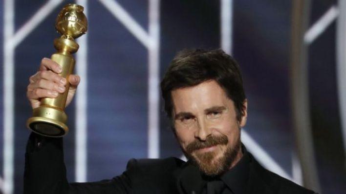 Christian Bale al recoger su Globo de Oro por Vice