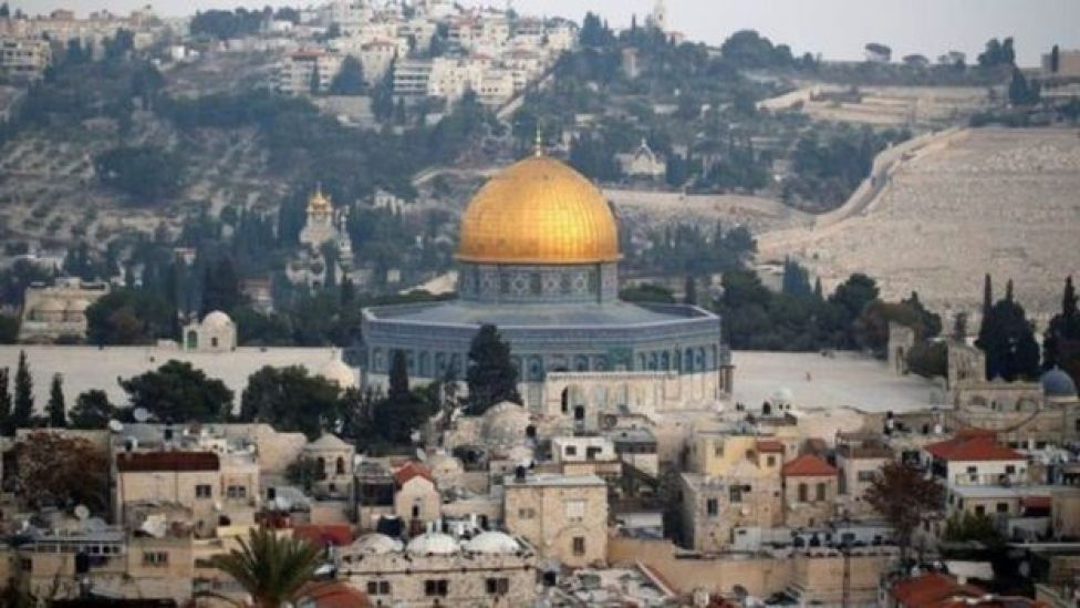 Israel xem Jerusalem là thủ đô không thể chia tách, trong lúc người Palestine tuyên bố Đông Jerusalem là thủ đô của quốc gia trong tương lai.