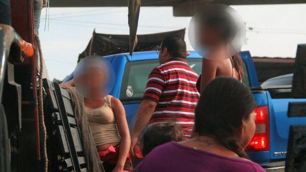 Meninas se prostituem para ter o que comer na Venezuela