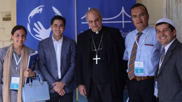 Nancy Falcón, directora del Centro de Diálogo Intercultural Alba de Argentina (en la imagen, a la izquierda)