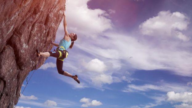 Dağa tırmanan kadın