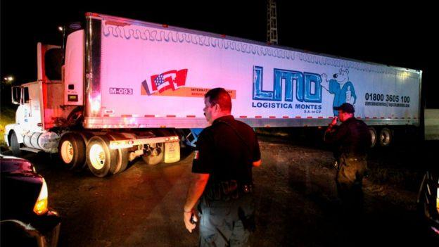 En septiembre se descubrieron cientos de cuerpos acumulados en tráileres por las autoridades de Jalisco