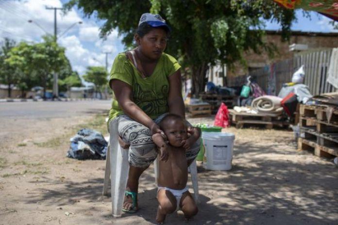 Madre venezolana en Brasil.