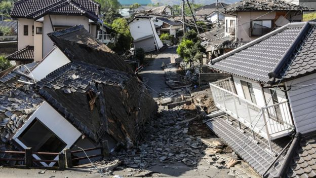 Quake damaged houses in Kumamoto, Japan (16 April 2016)