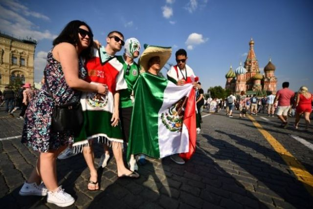 Torcedores do México passeiam por Moscou