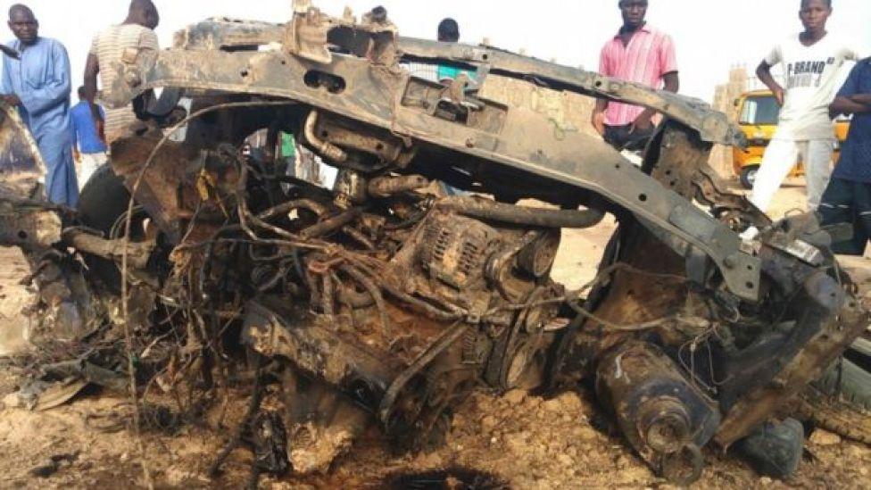 Destroços resultantes de enfrentamento entre militarese Boko Haram na Nigéria, em março
