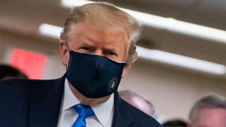 Trump con mascarilla.