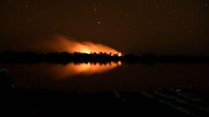 Fogo no Pantanal durante o período da noite