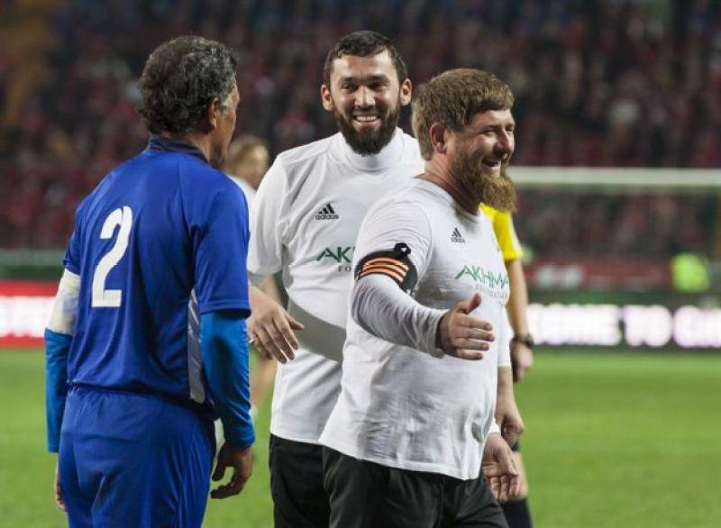 Ramzan Kadırov və Maqomed Daudov Qroznıda futbol meydançasında