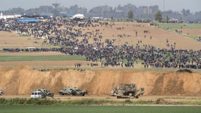 Israeli security forces take position as Palestinians gather at Beit Hanoun