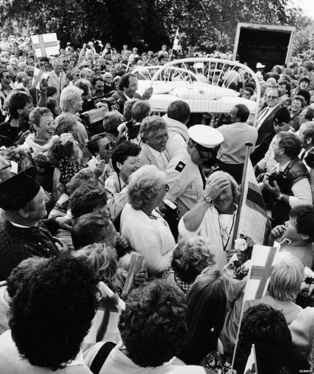 Crowds in Denmark greeting Ove Joensen