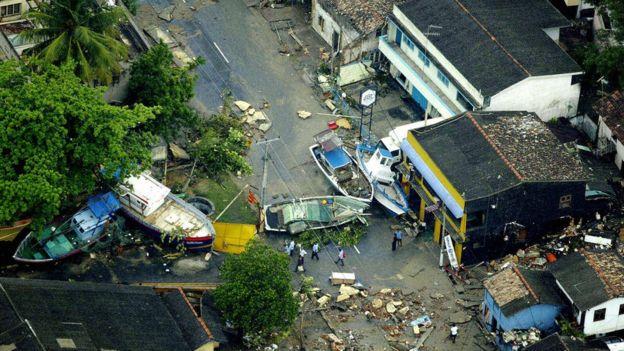 Barcos em ruas do Sri Lankaapós tsunami