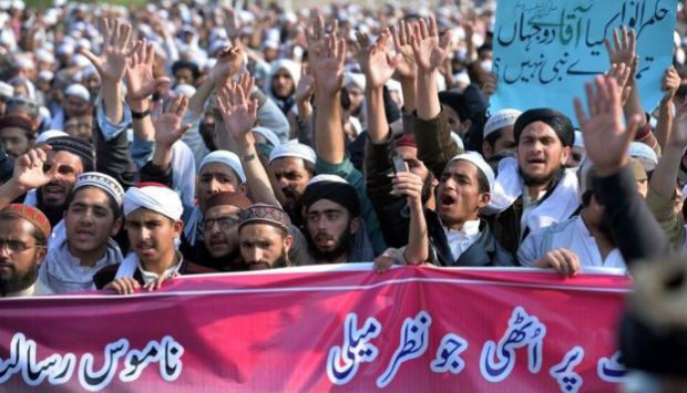 Pakistani religious students and activists protest against social media in Islamabad on 8 March, 2017, demanding the removal of all
